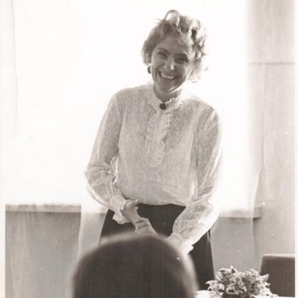 V. Skurstene-Lāce viesojas Talsu Galvenajā bibliotēkā 1972. gadā (foto no TGB NP krājuma)